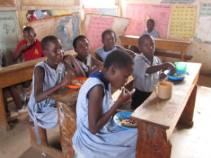 COP_Kids_eating_in_Murchison_Bay_Uganda_FORWEB