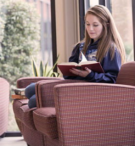 WarnerPacific_Student-studying-2014_FORWEB