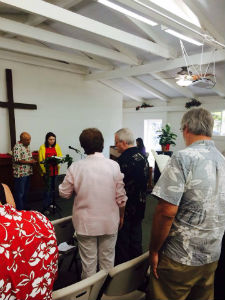 Hawaii_Aina_Haina_Church_worship_FORWEB