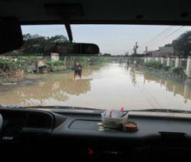 Road_to_SanAntonio_NuevaEcija_floods_FORWEB