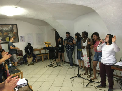 Italy_youthcamp_2016_worship_FORWEB