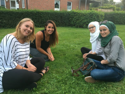 canada_girls_with_refugee_girls2016_forweb