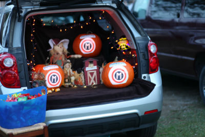 momentum_crownpt_in_trunkortreat_car_forweb